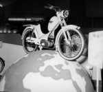 Vite spécialisé dans le 50 cc, Favor présente ici au salon de Paris1956 son VAL Impérator à moteur Alter et suspensions avant et arrière.