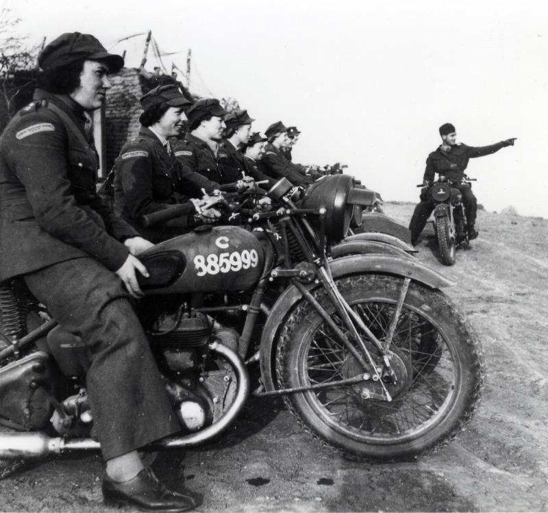 Femmes motocyclistes Armée GB-034