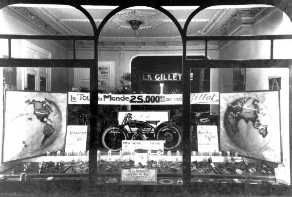 Gillet a largement exploité l'incroyable tour du monde de Robert Sexé.