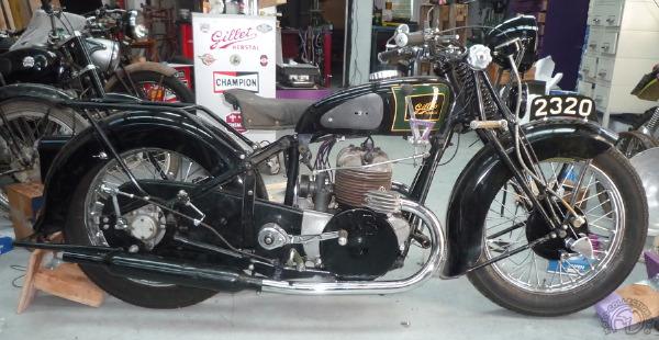 Le dernier bicylindre de Gillet d'Herstal est animé par un monumental bloc moteur deux temps de 720 cm3.