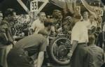 Le bientôt très célèbre Jean Behra qui brille en moto avant sa fantastique carrière automobile en Fomule 1 ne finit que 6e de la catégorie 500 sur sa Guzzi Dondolino.