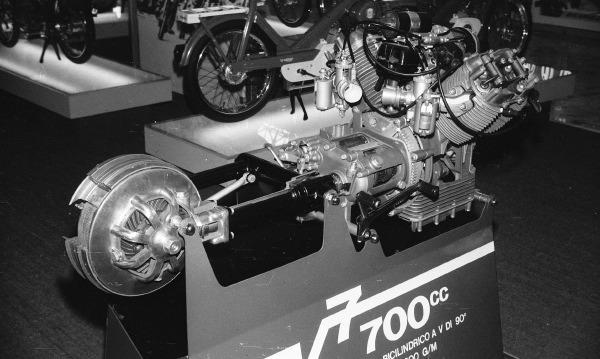 Années 60 : L'Italie lance ses twins Guzzi-700-V-moteur-1967-1-1