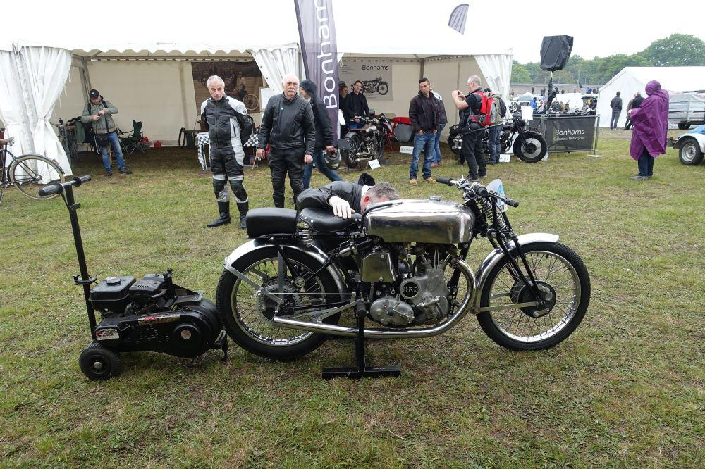 Démarreur d'époque pour cette 500 HRD apportée par le National Motorcycle Museum de Birmingham.