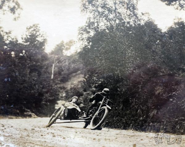 3 roues sur l'angle Harley-Davidson-side-Flexi-11