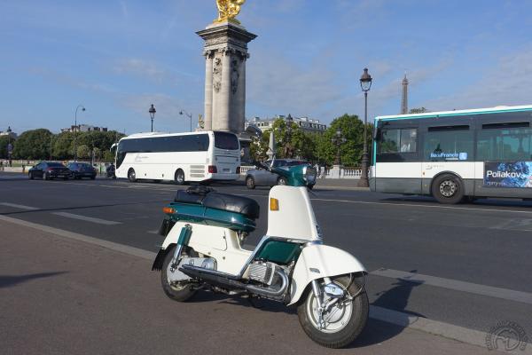 Collection Moto 12e Traversée de Paris estivale en véhicules anciens