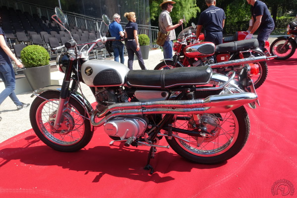 Héritière de la CL250 de 1962, cette Honda 305 CL77 date de 1967.
