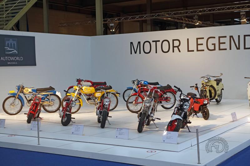 Un superbe plateau des 50 Sport belges et italiens et la quasi totalité des Honda Monkey et dérivés. depuis 1964