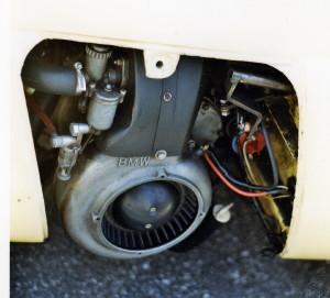 Le moteur BMW 293 cm3 de l'Isetta-BMW est refroidi par air forcé