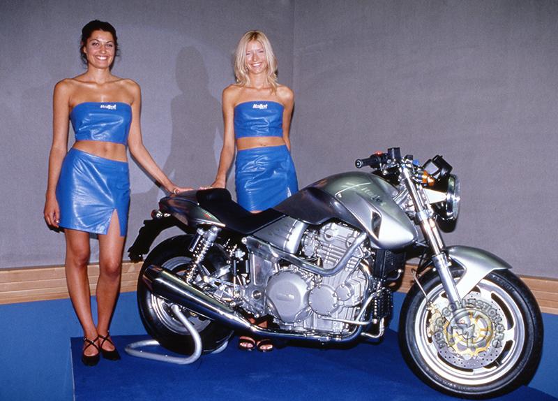 Ultime tentative de grosse cylindrée et retour au moteur Triumph en 1999 avec cette 900 Grifon tricylindre qui ne sera finalement jamais produite