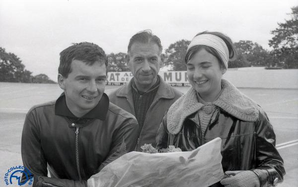 Sur le podium aux Coupes du Salon en 1963
