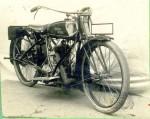 Une autre version de 1922-23. La sortie d'échappement est cette fois, en tube rectangulaire.