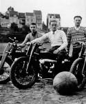 Le mototoball avait aussi ses adeptes en Belgique comme le montre cette équipe sur La Mondiale en 1929. (archives Vincent Derdeyn)