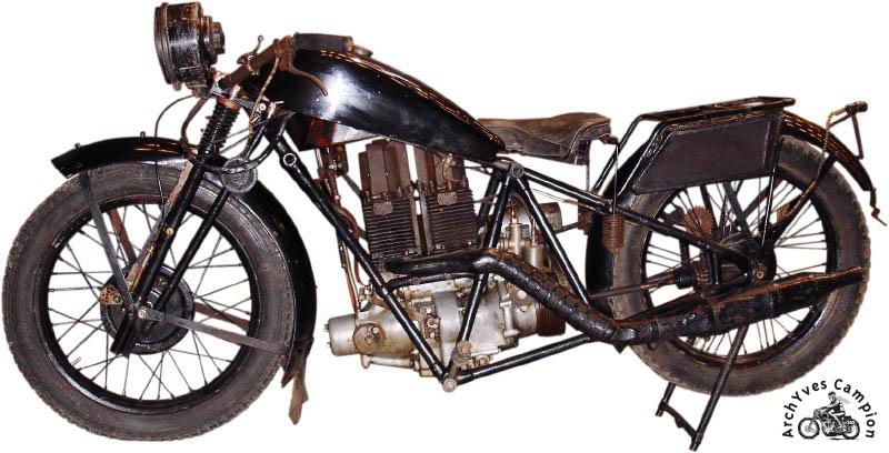 La moto Lamoco construite par Fernand Laguesse en 1929 pour son propre compte. Elle a cette fois deux cylindres et quatre pistons.