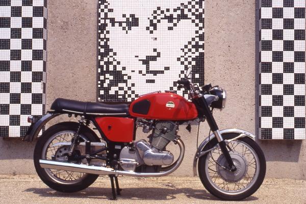 Collection Moto  Années 60 : L'Italie lance ses twins (1)