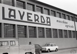 L'usine annonce clairement l'activité principale de l'entreprise.