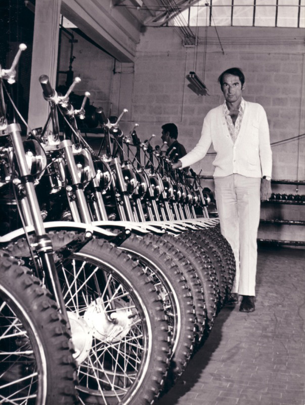 Leoploldo Tartarini dans son usine en 1970
