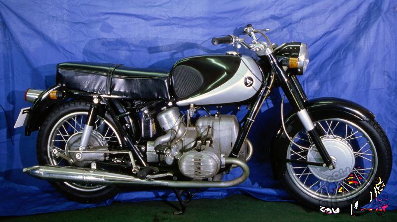 De l'originalité passée des Lilac, cette R92 de 1964 n'a gardé malheureusement que le réservoir. Elle se vendit principalement aux États-Unis où Lilac était assez présent sous le label Marusho.Deux exemplaires de la Lilac R92 furent importés en France par Ladeveze en décembre 1967, mais la faillite de l'usine ce même mois mit fin à tout espoir de commercialisation. Toujours neufs, ces R92 et R92 Magnum se sont revendus très récemment.