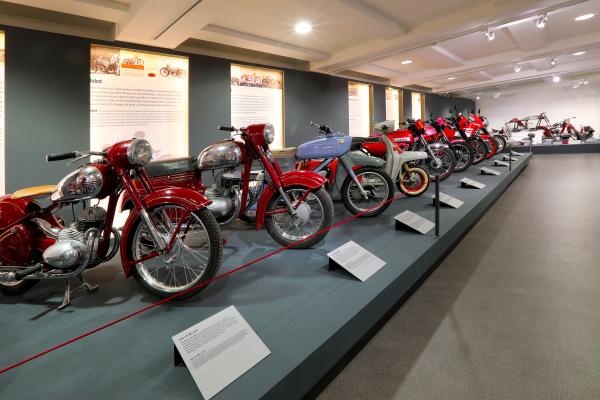 Collection Moto  Jawa fête ses 90 ans à Prague