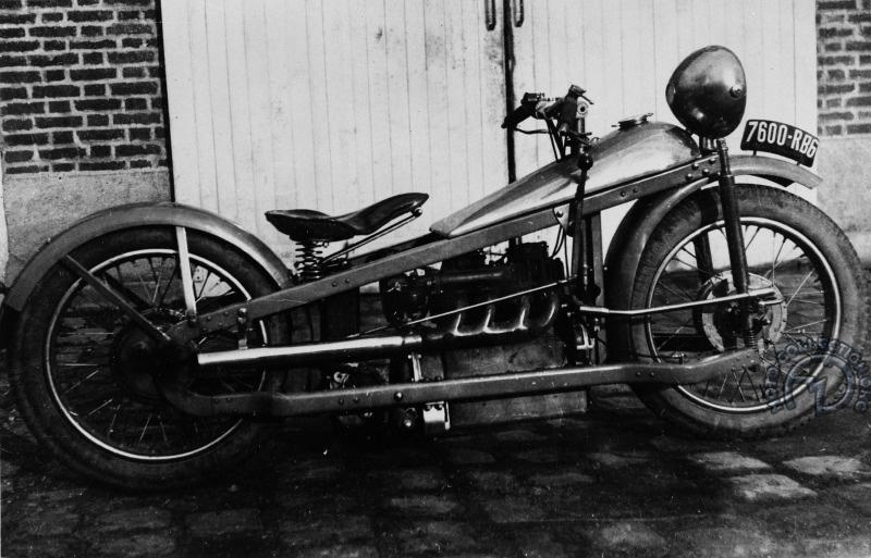 Après avoir utilisé son moteur 1000 Cleveland sur sa moto personnelle que l'on voit plus haut, Georges Roy l'installa sur ce squelette de Majestic engagé au Paris-Les Pyrénées-Paris en 1930