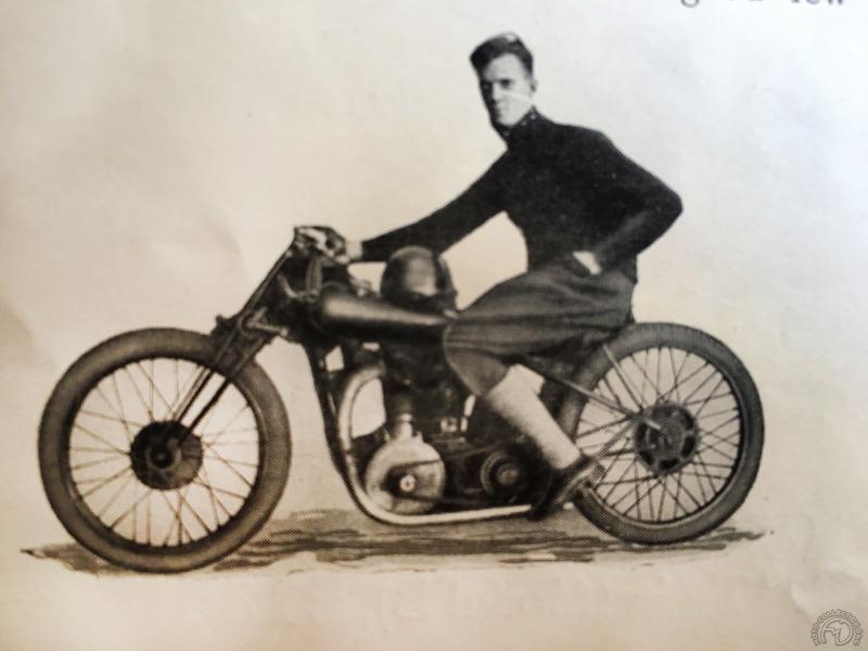 T.L. Cooper sur une Mc Evoy de production à moteur Blackburne 350 à double échappement remporte quatre 1ère places, dix 2e places et sept 3e places dans la saison 1927 de speedway.