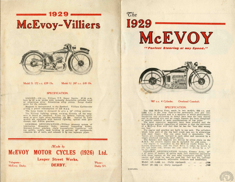 Les deux vedettes Mc Evoy du salon 1929 : la 1000 quatre cylindres et les 175 et 250 à moteur Villiers.