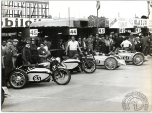 Motobécane 500 et Gnome & Rhône 750 et Bernardet Grand Sport au départ du Bol d'Or 1939 (archives famille Bernardet)