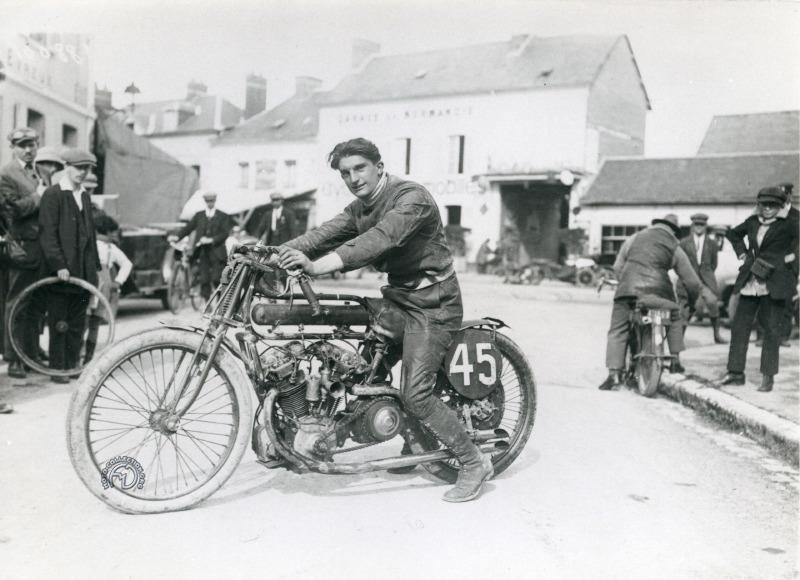 Franconi sur sa Motosacoche 500 à double ACT en 1922