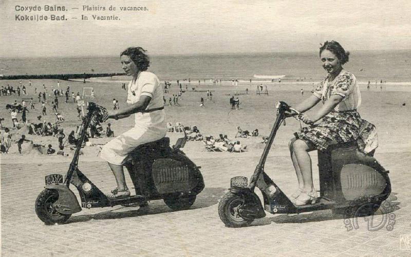 Des Motoscoot de 1937 sur les plages du nord en 1945