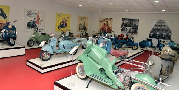 Une large partie des photos de ce livre nous propose une visite de l'extraordinaire musée Lambretta e scooters à Rodano près de Milan. Difficile de trouver meilleure source.