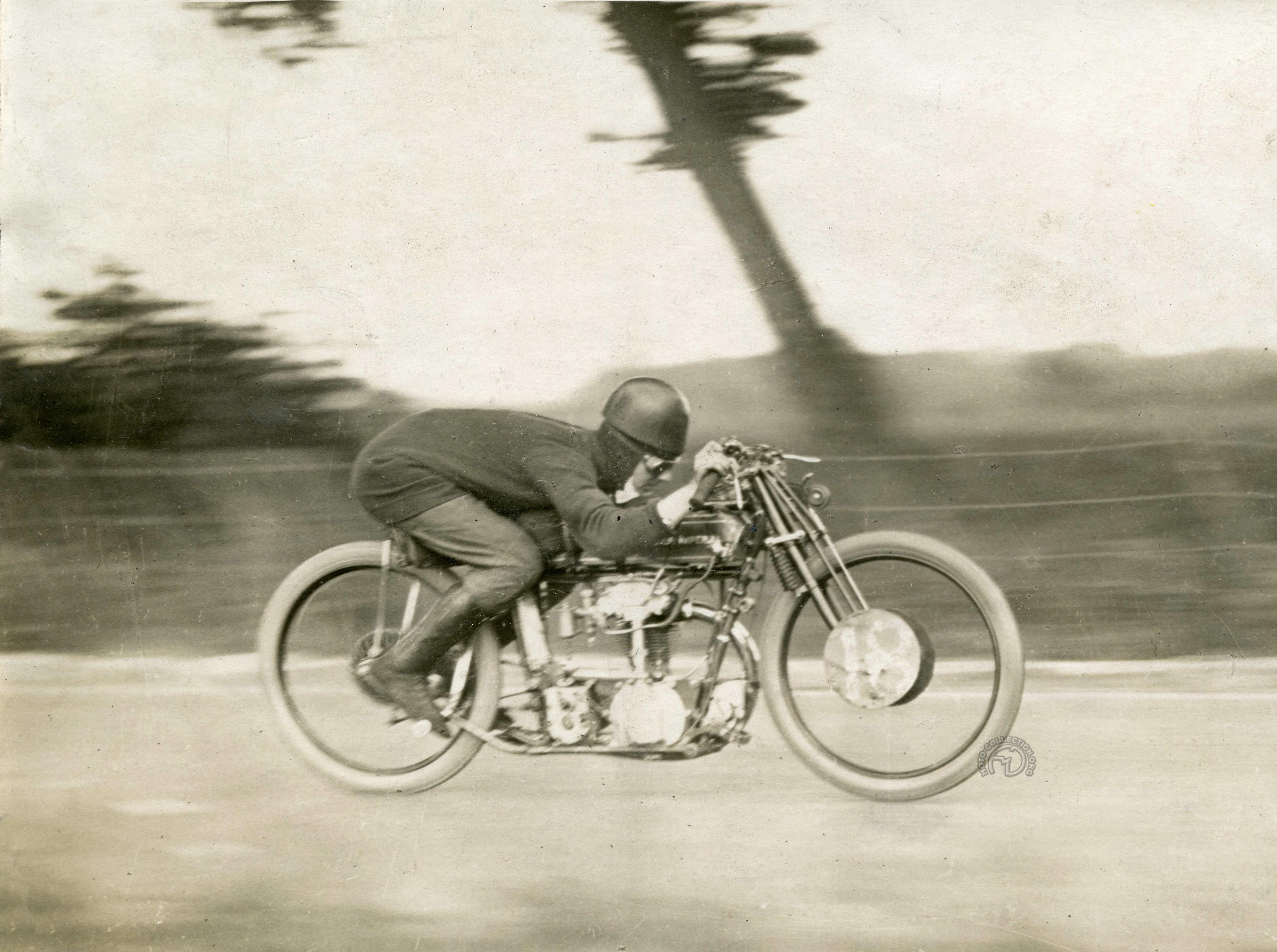 Collection Moto JAP : les 250/350 double ACT des années 20