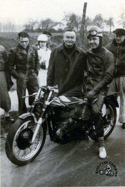 """Une moto bien spéciale conçue pour le pilotage """"à plat"""""""