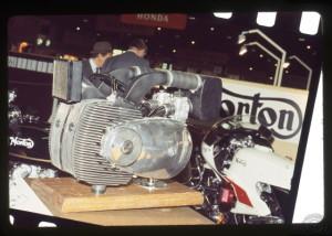 Le premier moteur de 1974 présenté au salon de Paris.