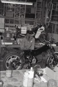 Le montage à l'usine Norton est très artisanal.