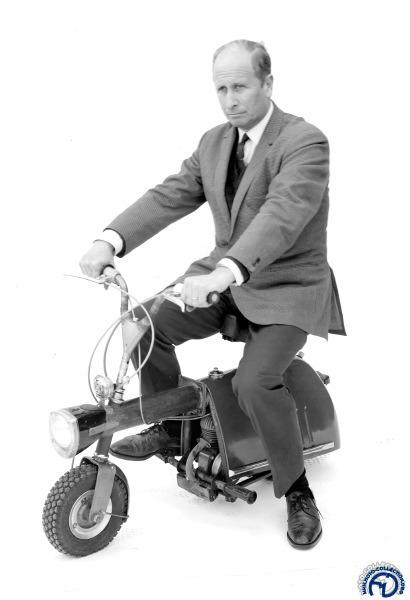Victor Bouffort présente son OLD Miniscoot en 1960.