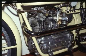 Le moteur de la 250 corsa de 1957 côté distribution.