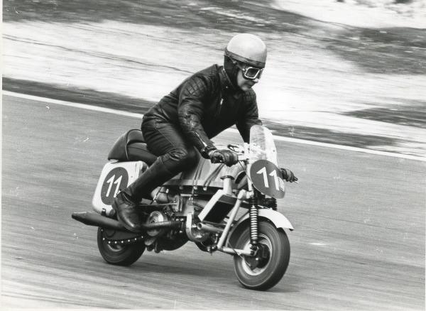 Pierre Ducloux en 1976 sur son scooter PP Roussey du Bol d'Or 1958