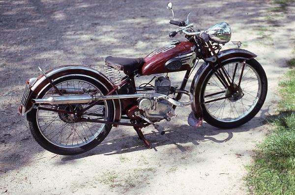 Collection Moto  Peugeot 100 cm3 de 1932 à 1946