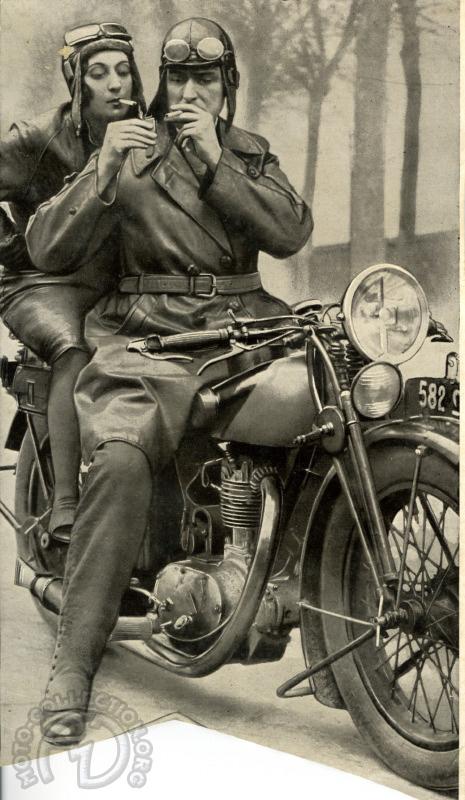 Fin des années 20, mais quelle est la moto ?