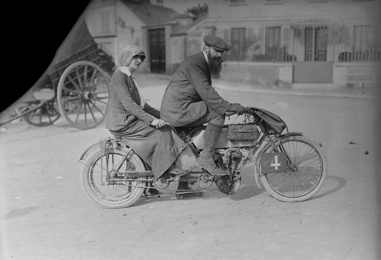 Reston chez René Gillet pour commencer avec ce tandem piloté par Freina au circuit de l'Eure en 1912 (vous voyez qu'on se rapproche de la Sarthe !)