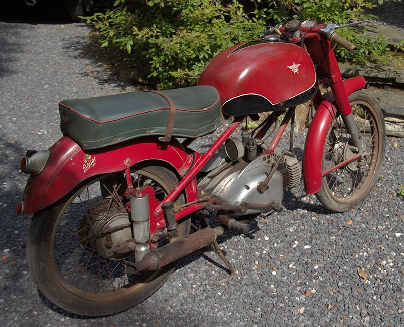 « …Cette Moto a été achetée par mon mari en 1955. Elle avait été exposée à Bruxelles au salon de l'auto/ moto de 1955. C'est celle là même qu'il a acquise.… »
