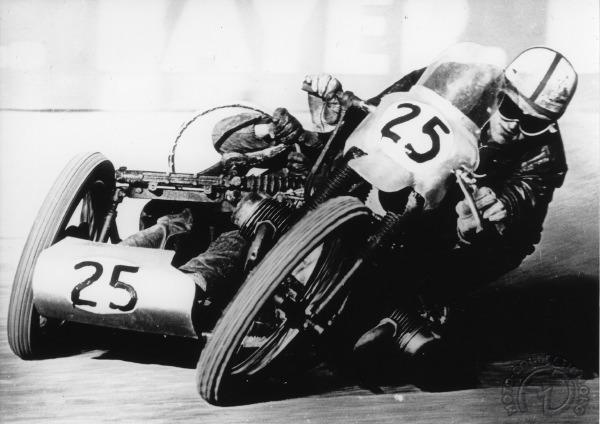 3 roues sur l'angle Side-car-articule-Krauser-1959
