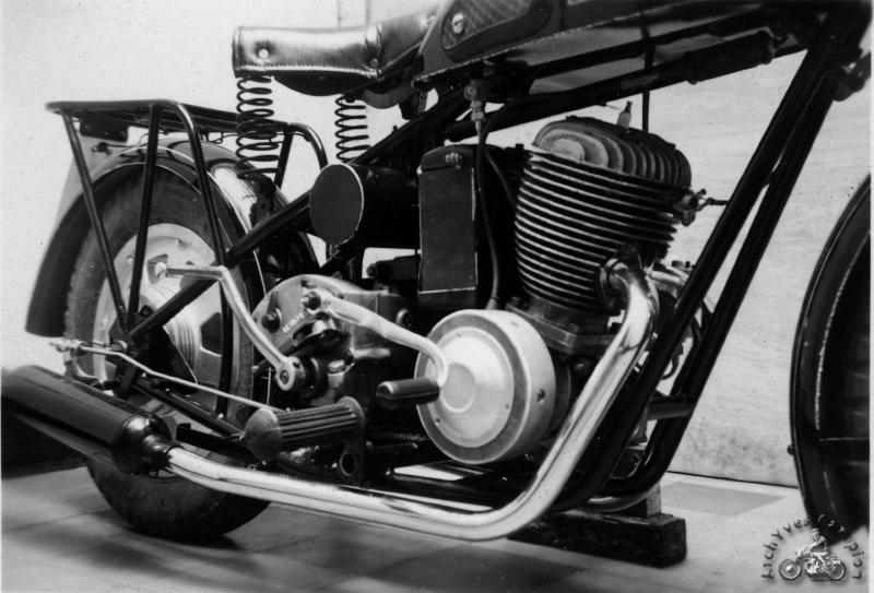 La version 250 cm3 toujours à moteur Villiers.