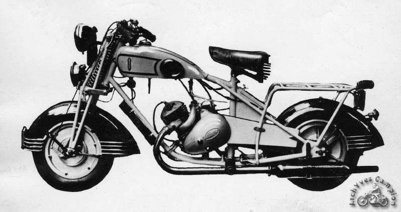 """La première Souplex d'octobre 1939 semble descendue directement de son manège avec ses roues de 12"""". Les Souplex firent d'ailleurs le bonheur des forains en particulier pour être utilisées dans les sphères des murs de la mort pour lesquels Menko proposa un modèle spécialement renforcé."""