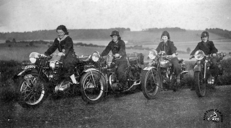Balade entre femmes motardes en 1939 (archives Yves Campion)