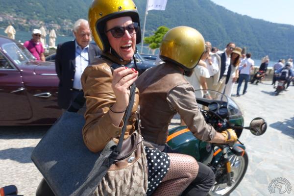 Un petit tour à la Villa d'Este voisine pour montrer au automobilistes enqcravatés qu'on sait aussi s'amuser côté moto.