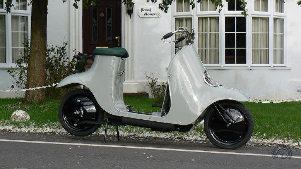 Collection Moto  Unibus 1921 : le scooter moderne a 100 ans