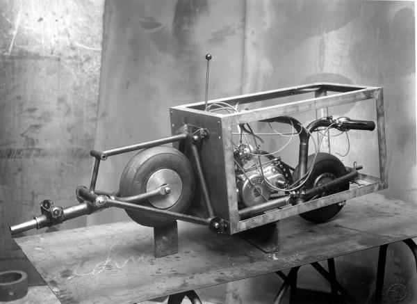 Le tout premier prototype à moteur Alter et cadre en cornières en 1951