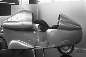 Quelle différence avec ce Vespa des premiers records à Montlhéry en 1950