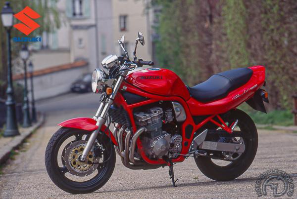Suzuki GSF Bandit motocyclette motorrad motorcycle vintage classic classique scooter roller moto scooter