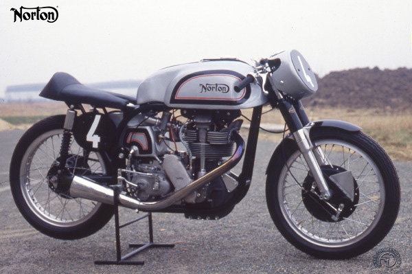 Norton Manx short stroke motocyclette motorrad motorcycle vintage classic classique scooter roller moto scooter